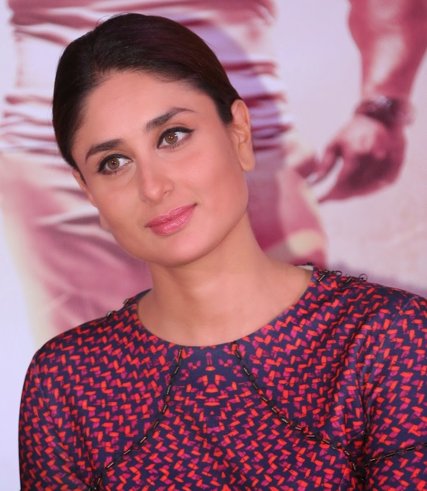 Kareena Kapoor 2016 Beautiful Photos In Red Dress