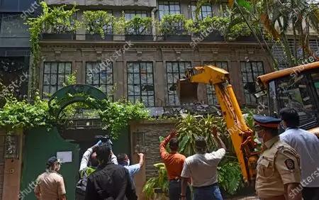बदले की भावना में अंधी मुंबई सरकार ने, कंगना के ऑफिस को बीएमसी से तुड़वाया