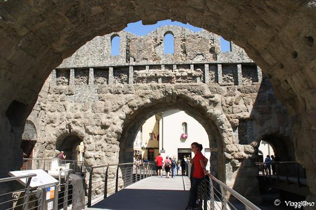 Aosta, vista della porta Prateoria