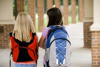 Pertimbangkan Manfaat Tas Sekolah Anak saat Membeli