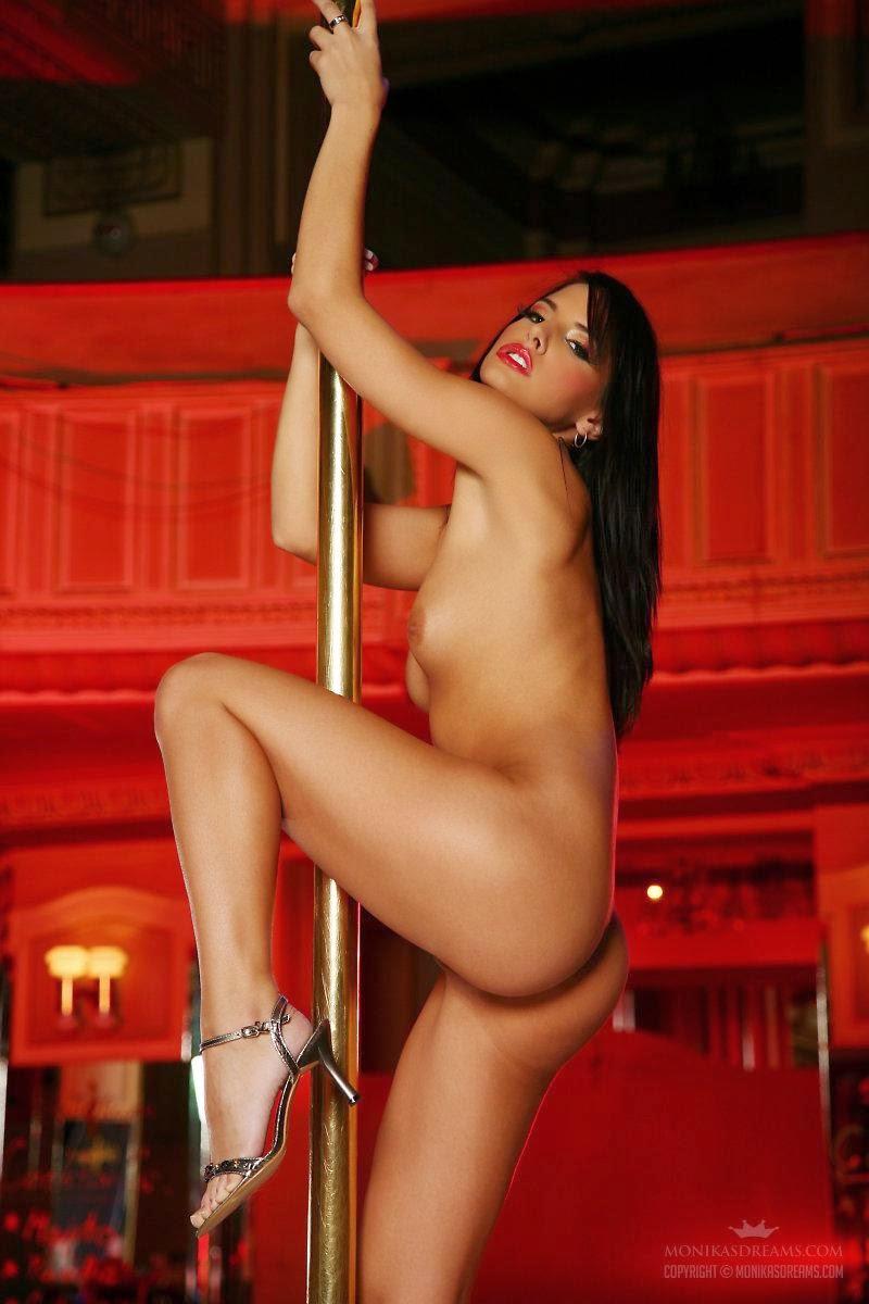 Sexy Nude Pole Dance