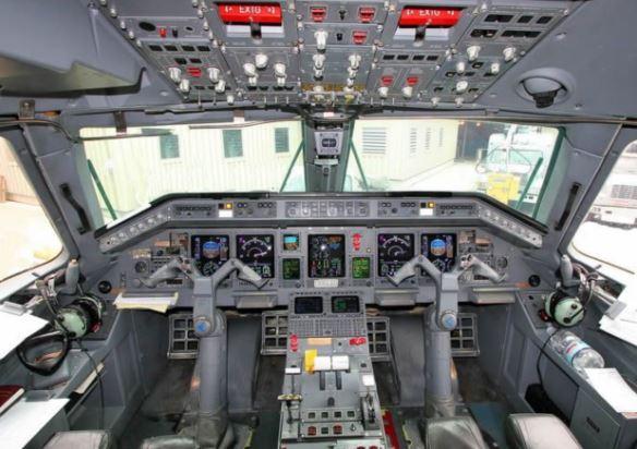 Embraer ERJ-135 cockpit