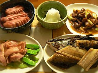 夕食の献立 縞ホッケ 鶏ネギ焼き 赤カブ漬け物 さやベーコン炒め