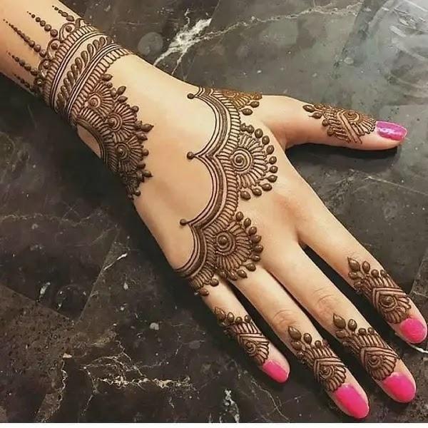 Pretty_lace_with_leavs_mehndi_design