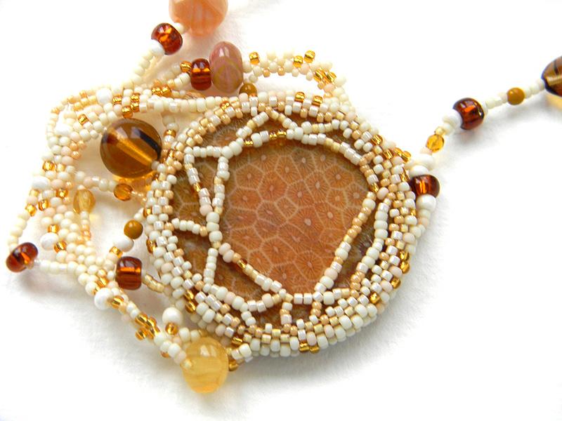 купить украшение в стиле бохо - бисерное колье с кораллом россия