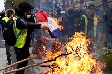 """احتجاجات باريس تتفاقم والعدوى تصل إلى هولندا وبلجيكا """"آخر المستجدات"""""""