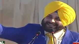 Navjot Singh Sidhu started speaking on stage