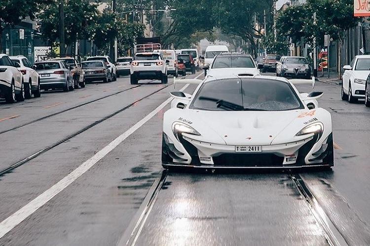 Siêu xe '2 trong 1' McLaren P1 GTR lần đầu lướt phố