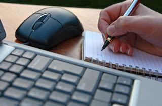 perbedaan artikel dengan essay