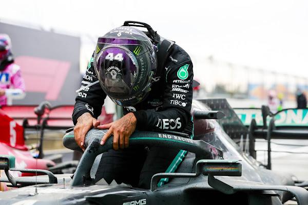 Lewis Hamilton é hepta-campeão mundial de Fórmula 1