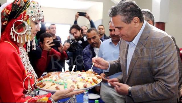 """أخنوش يوجه رسالة للمغاربة بمناسبة """"إيض ينّاير"""" و ينشر فيديو له من أكادير"""