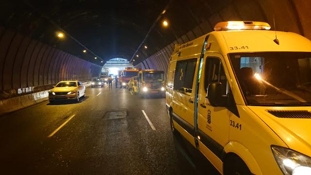 Imágenes del accidente en interior del túnel Julio Luengo, entre un camión y un coche