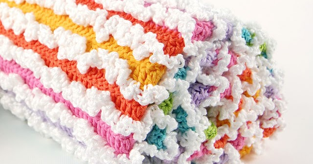 Dada's place: Rainbow Ruffle Baby Blanket