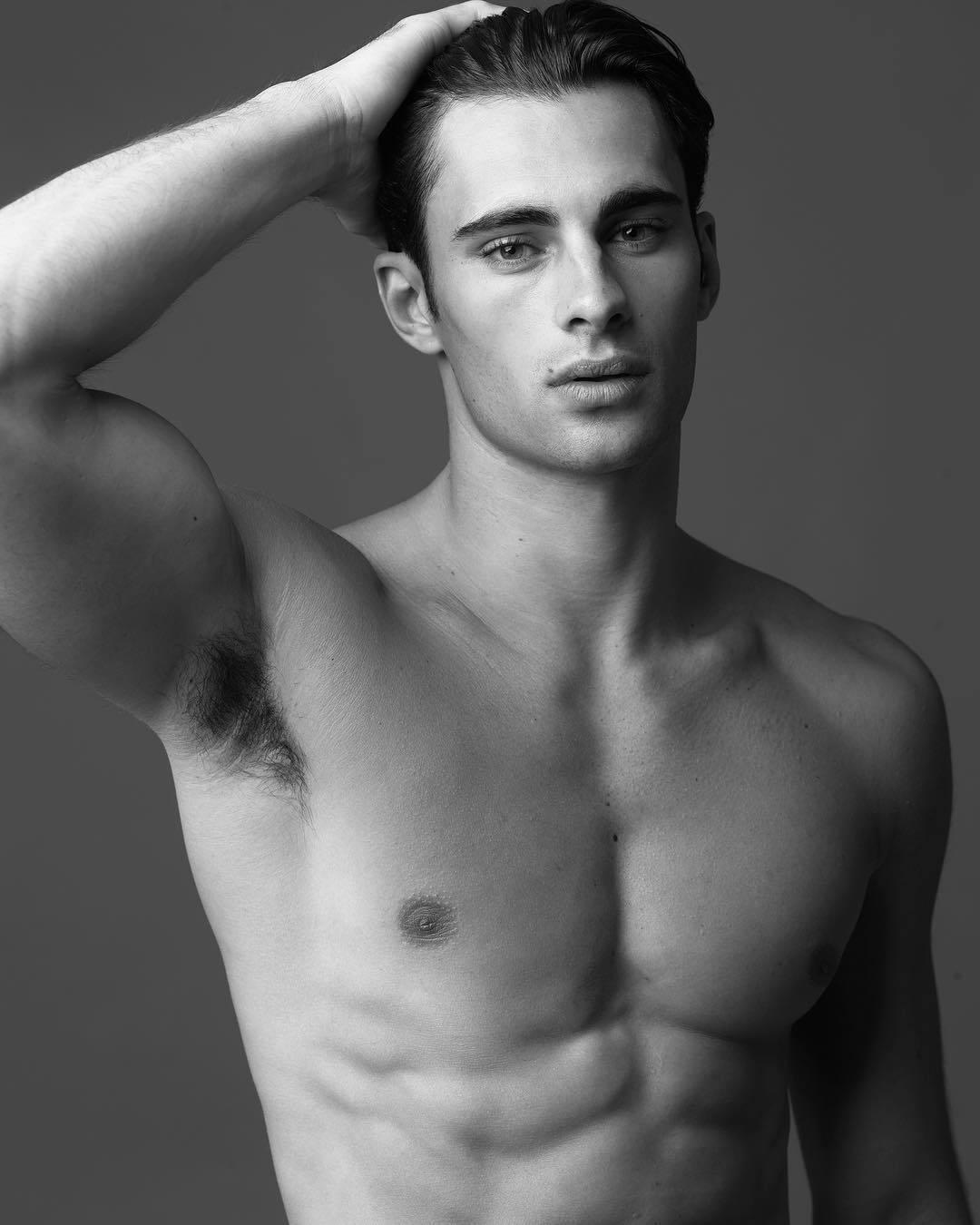 отели фото моделей мужчин гимнастов решил тревожить