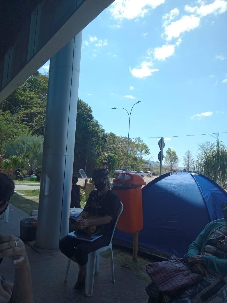 Moradores de cinco bairros ocupam Prefeitura de Parauapebas