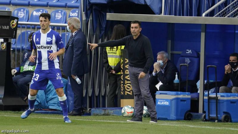 بسبب الاداء السئ الأفيس يقوم بإقالة مدربه قبل مشاركته مع فريق ريال مدريد