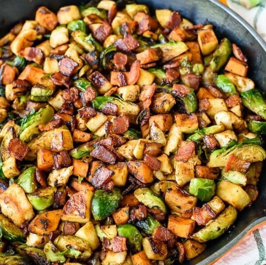 Harvest Chicken Skillet with Sweet Potatoes Brussels Sprouts and Sautéed Apples #onepot #dinner