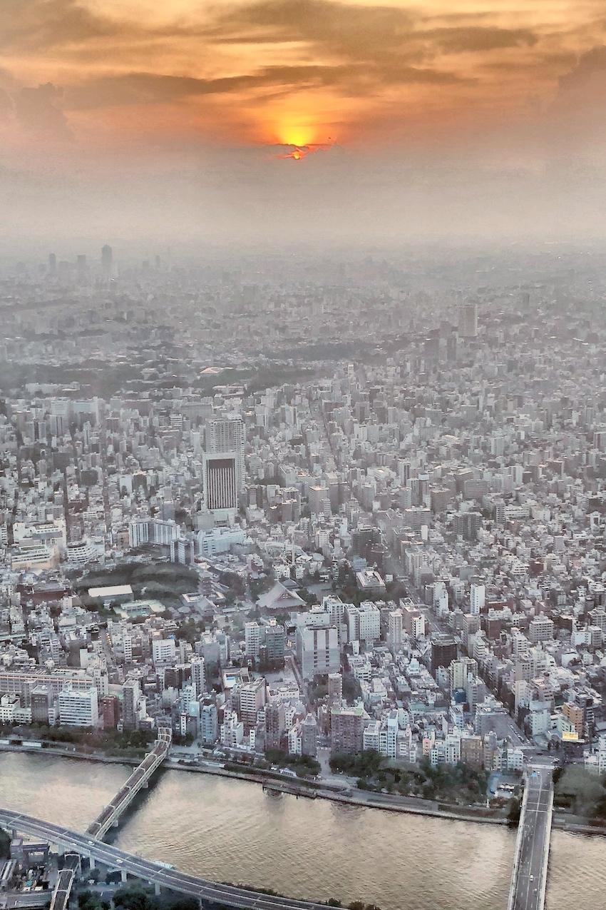 Sonnenuntergang über Tokio