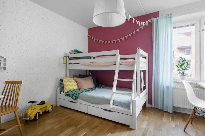 Dormitorio infantil pintado con papel pintado