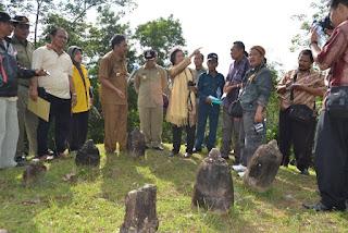 Rombongan Prof. Dr. Meutia Hatta