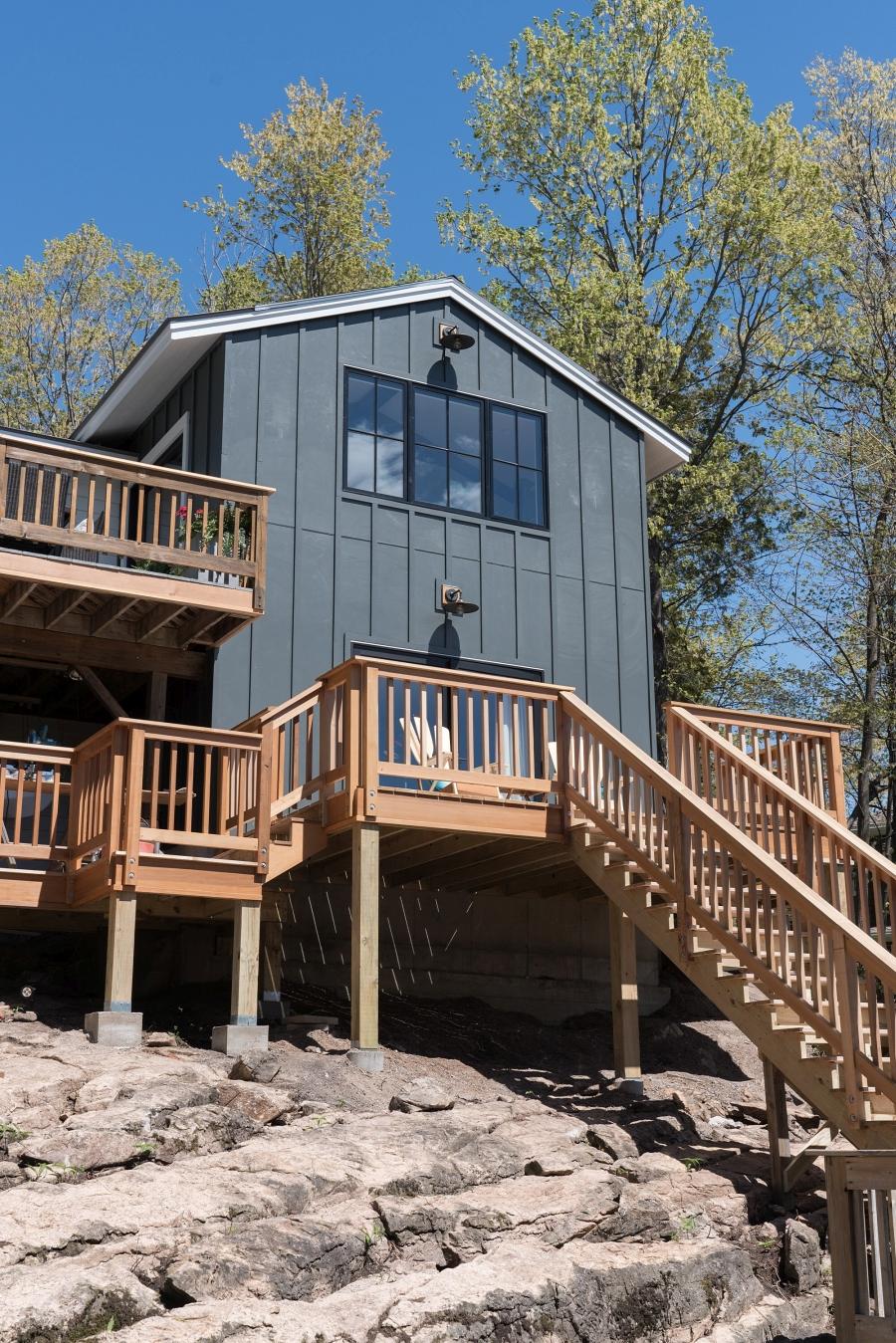 Przytulny dom nad jeziorem, wystrój wnętrz, wnętrza, urządzanie mieszkania, dom, home decor, dekoracje, aranżacje, styl Hamptons, styl rustykalny, rustic style, styl skandynawski, scandinavian style