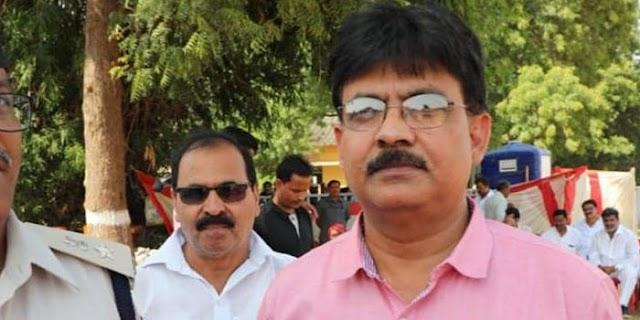 चुनाव कार्रवाई: कलेक्टर अक्षय कुमार सिंह को हटाया | NIWARI MP NEWS
