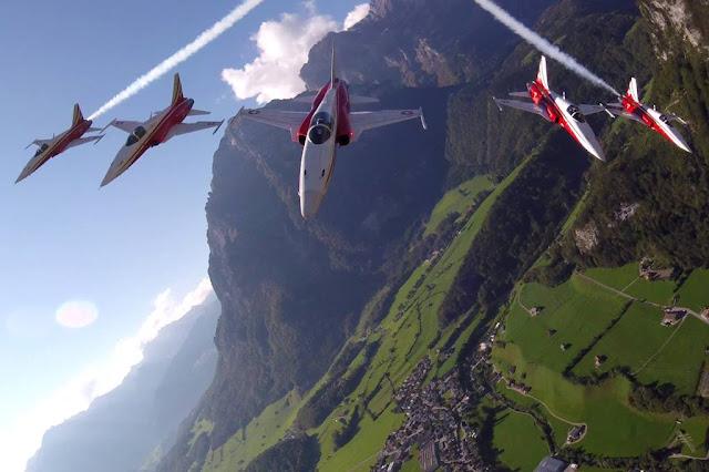 Patrouille Suisse sorvola festa sbagliata