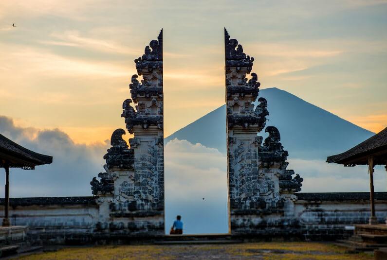 Wisata Bali Pura Lempuyang Luhur