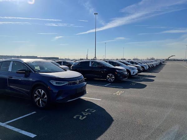 Volkswagen ID.4 começa a chegar às concessionárias dos EUA