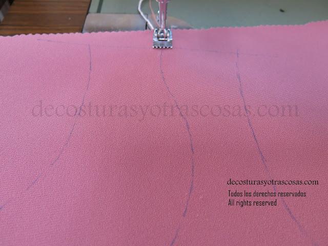costuras de adorno con aguja doble