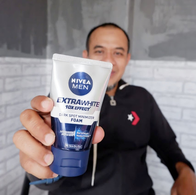 Nivea men extra white dark spot minimizer foam