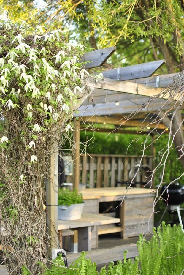 hannashantverk.blogspot.se utekök med tak pergola clematis