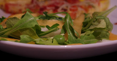 Tarte fromage tomates salade roquette melon