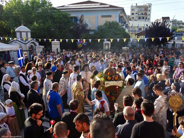Στιγμιότυπα: Λιτάνευση της Ιεράς Εικόνος του Αγίου Θεράποντα Θεσσαλονίκης