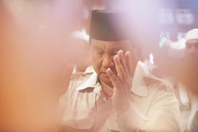 Prabowo Takziah ke Rumah Mendiang Ustadz Arifin Ilham di Sentul