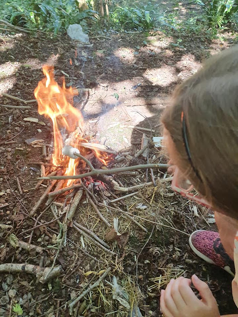 campfire-toasting-marshmallows