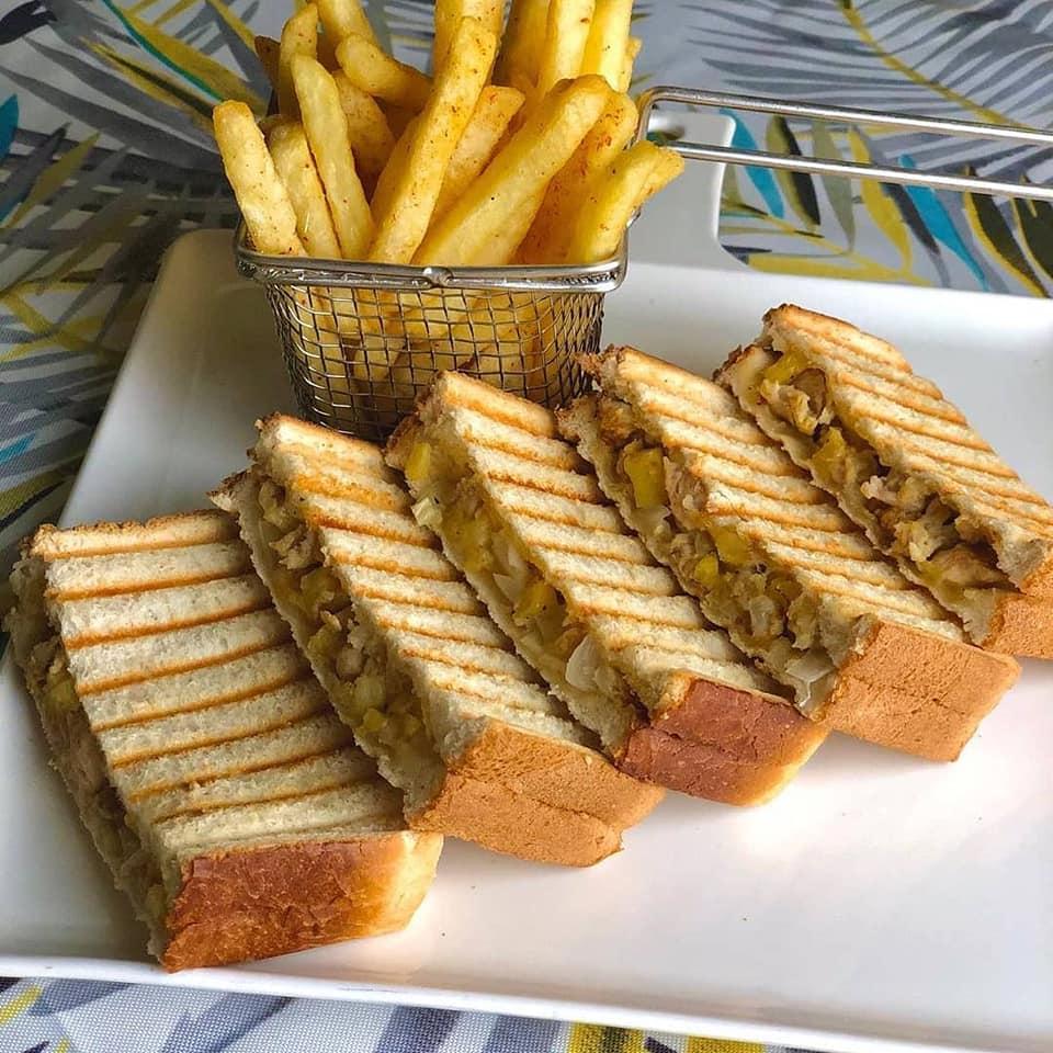 ساندوتشات شاورما بالزهرة والبطاطس