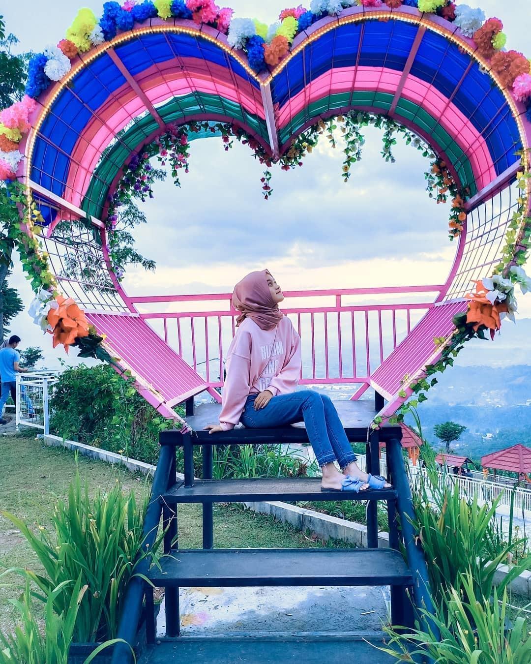 Spot Foto Taman Love Soreang Bandung