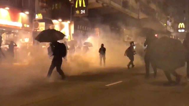2020 começou em Kong Kong com mais gás lacrimogênio e violência nas ruas.
