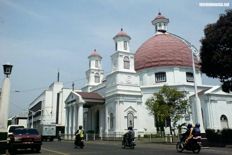 Mengenal Keanekaragaman Indonesia Melalui 5 Wisata Religi Favorit Masyarakat