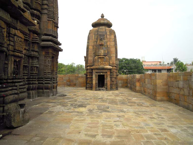 A subsidiary shrine at the Brahmeswara Temple, Bhubaneshwar
