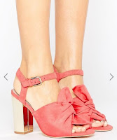 http://www.asos.fr/lost-ink/lost-ink-sandales-a-talons-carres-avec-nud/prd/7232816?iid=7232816&clr=Corail&SearchQuery=&cid=4172&pgesize=204&pge=1&totalstyles=1172&gridsize=4&gridrow=23&gridcolumn=3