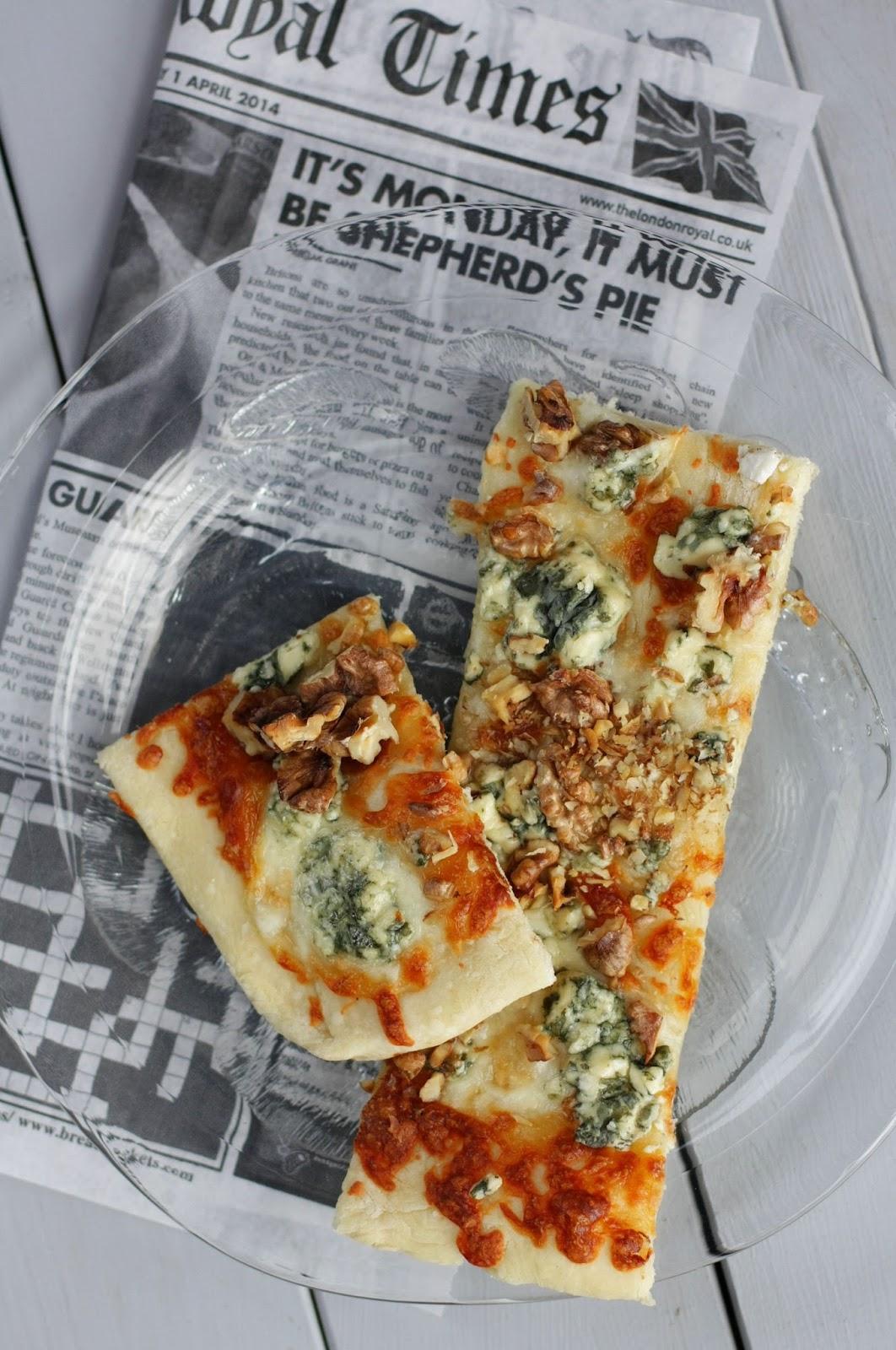 saksanpähkinä-Aurajuustopizza pizzekirja