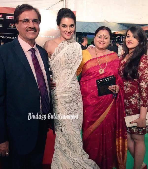 Kriti Sanon Family 1