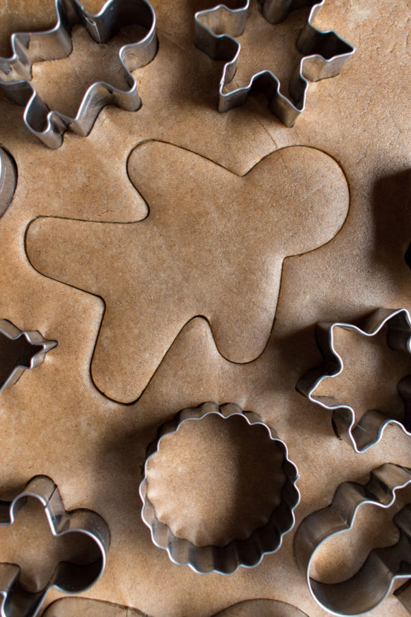Make your own ornaments for the tree using this easy gingerbread clay recipe.  This clay is great for all sorts or arts and crafts & makes the entire house smell amazing! #gingerbreadrecipe #gingerbreadman #gingerbreadcrafts #gingerbreadclay #gingerbreadplaydough #gingerbreaddecorations #gingerbreadornaments #christmascrafts #ornamentsdiychristmas #growingajeweledrose #activitiesforkids