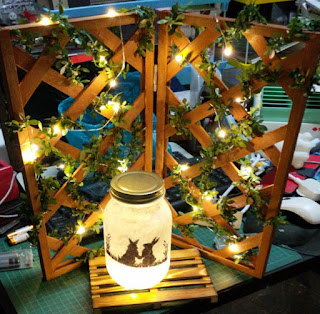 garden partition and lamp jar