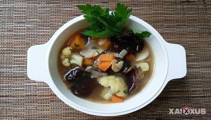Resep cara membuat sayur sop bihun dan jamur kuping