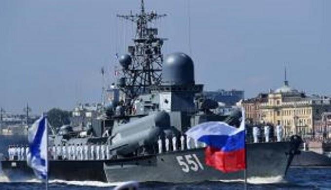 ΑΙΦΝΙΔΙΑΣΤΙΚΑ ΡΩΣΙΚΑ  πολεμικά πλοία ΠΕΡΙΚΥΚΛΩΝΟΥΝ την Τουρκία....!!Τυπικά ο ρωσικός στόλος δεν κλείνει το πέρασμα για ξένα πλοία στην περιοχή αυτή, ωστόσο, ανακοινώνει εκ των προτέρων την εκτόξευση πυραύλων....!!