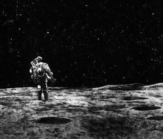 Viñeta del manga Planetes, en la que un astronauta solitario está sobre la Luna.