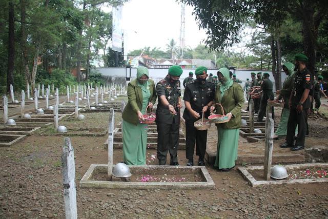 HUT Korem 071 Wijayakusuma Ke-59,   Prajurit TNI Ziarah Ke TMP Purbo Saroyo
